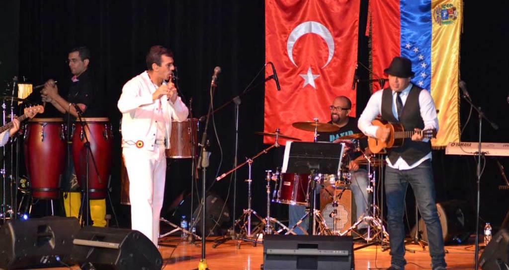 Con éxito culmina la gira de Huáscar Barradas por Turquía