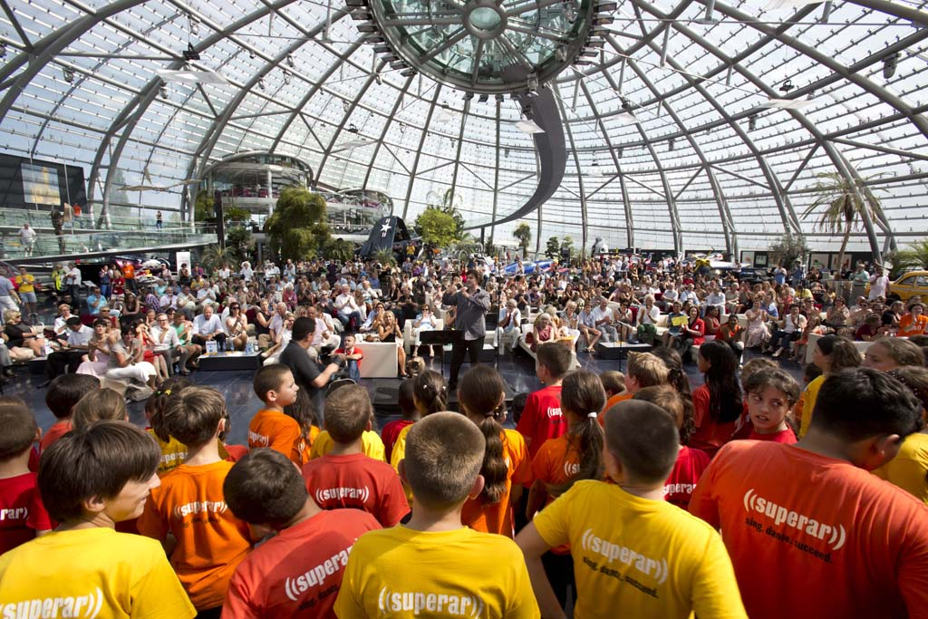 El Sistema • Great superar choral festival: Gerald Wirth, superar Choirs from Austria, Switzerland, Slovakia, Romania, Bosnia and Turkey  © Silvia Lelli