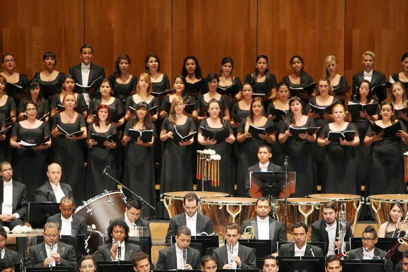 Bajo la guía coral de Lourdes Sánchez, jóvenes mujeres de la Coral Nacional Juvenil Simón Bolívar de Venezuela relataron las letras que Mahler adaptó para esta obra