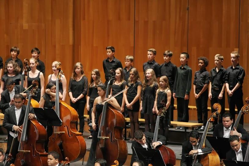Los pequeños de la Coral Infantil del Festival de Salzburgo entonaron sus voces angelicales para acompañar a la CNJSB y Anna Larsson