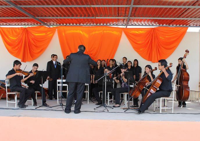 Himno Nacional acargo de la orquesta de Camara Agustina de Jerez y el Coro Juvenil de Quebrada Arriba Director invitado Oscar Adjunta
