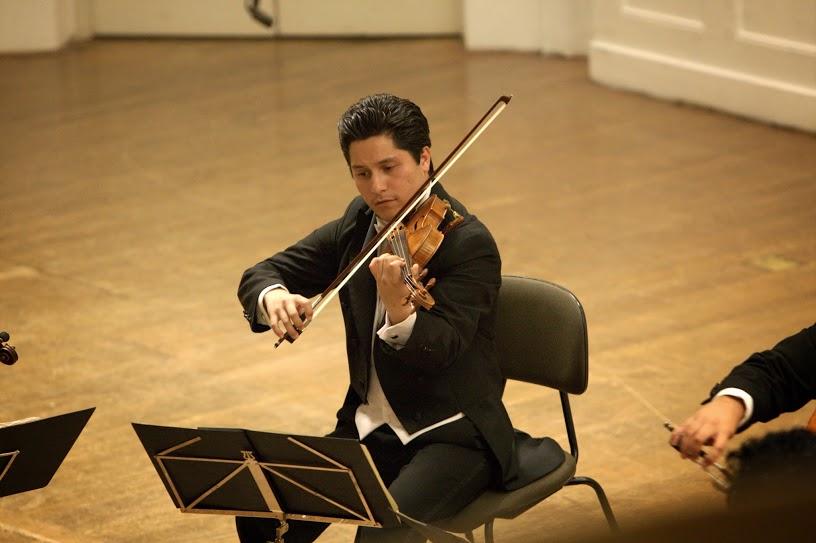 Con una sólida formación como violinista, Boris Suárez ha comenzado a forjarse una trayectoria como solista