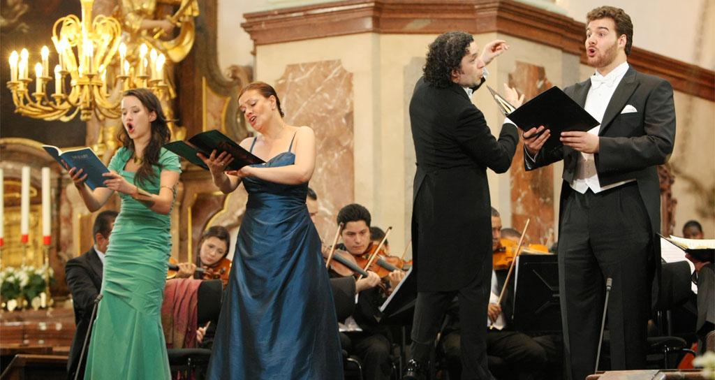 La Simón Bolívar y la Coral Nacional revivieron la religiosidad de Mozart