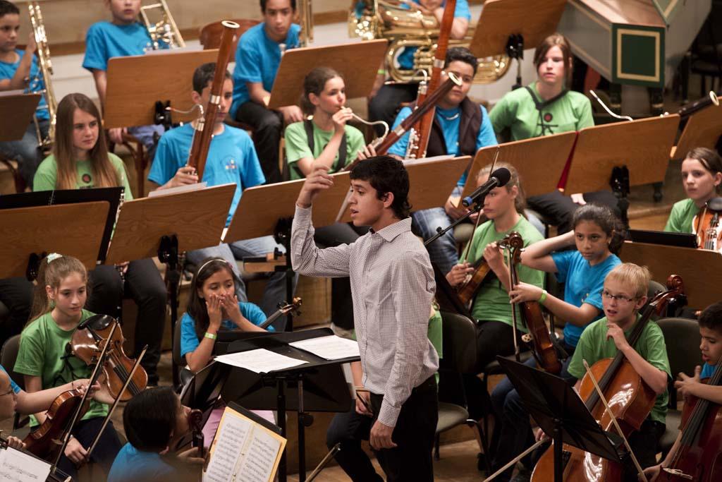 El Sistema • Children's Orchestra Rehearsal: Jesús Parra, Mozart Children's Orchestra of the Salzburg Mozarteum Foundation, National Children's Symphony Orchestra of Venezuela  © Silvia Lelli