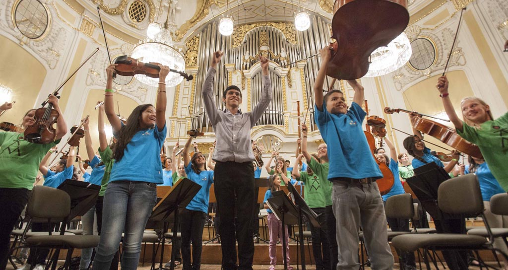 Niños europeos y venezolanos hacen música sin importar las fronteras