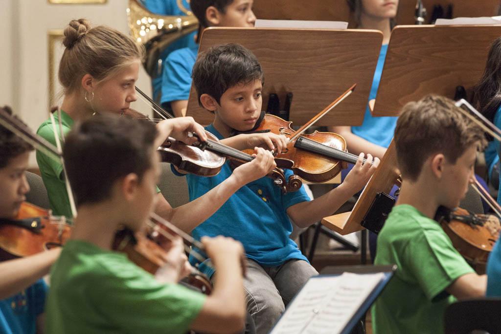 El Sistema • Children's Orchestra Rehearsal: Mozart Children's Orchestra of the Salzburg Mozarteum Foundation, National Children's Symphony Orchestra of Venezuela  © Silvia Lelli
