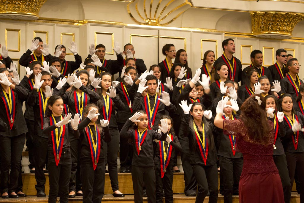 hires-Naybeth_Garcia__White_Hands_Choir_c_Silvia_Lelli