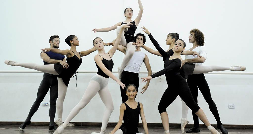 """Rumbo a Panamá: 16 Bailarines de ballet de La Mar en """"Danza Activa 2013"""""""