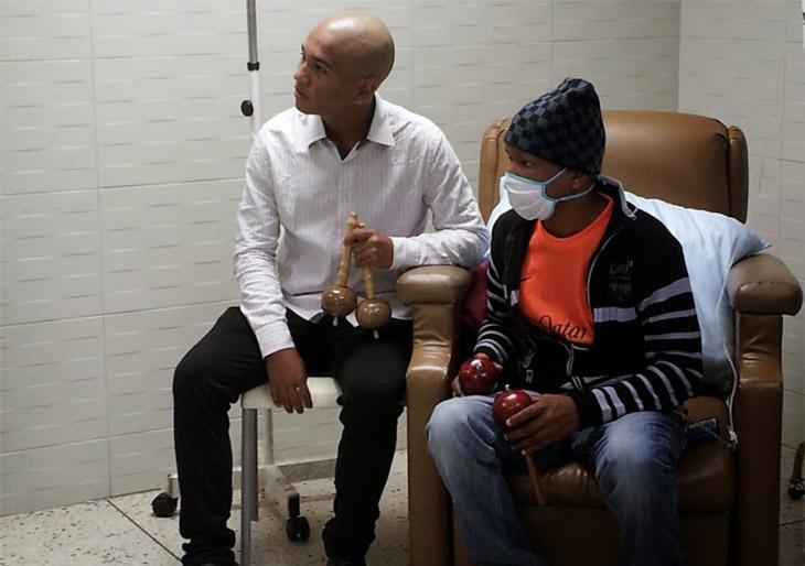 Músicos de la Juvenil de Caracas visitan a niños con cáncer del Hospital J.M de los Ríos