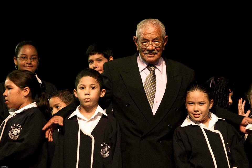 Raúl Cabrera conduce el Coro Infantil Venezuela
