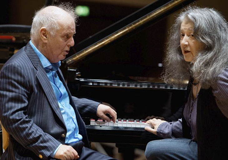 Músico Daniel Barenboim recibe doble premio en Berlín