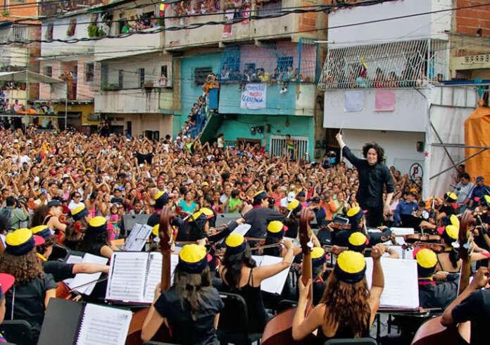 Concierto en la calle Independencia de La Vega, realizado el 2 de agosto de 2009
