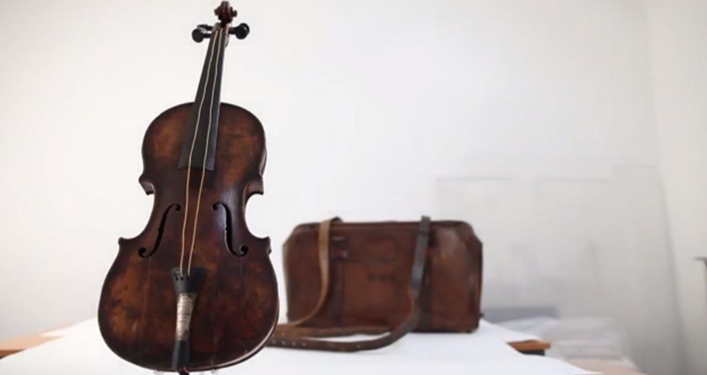 Subastarán el violín del director de la orquesta del Titanic
