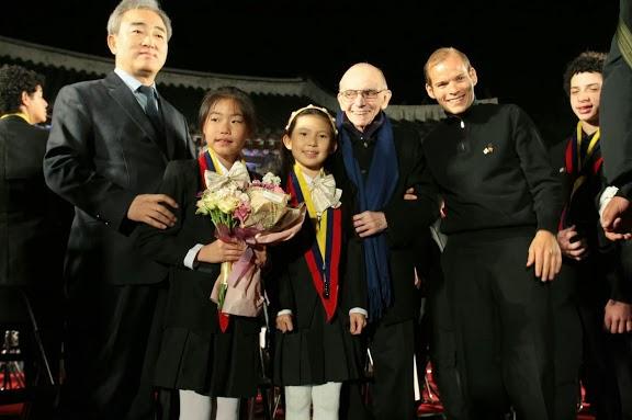 El maestro Abreu fue reconocido por los coreanos por su esfuerzo en unir naciones a través de la música