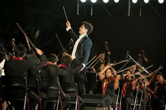 La obra de Yang Bang Ean, así como la Quinta Sinfonía de Beethoven,estuvieron a cargo del maestro coreano Chae Eun Suk, director de La Orquesta de los Sueños, agrupación infantil pionera de El Sistema Corea