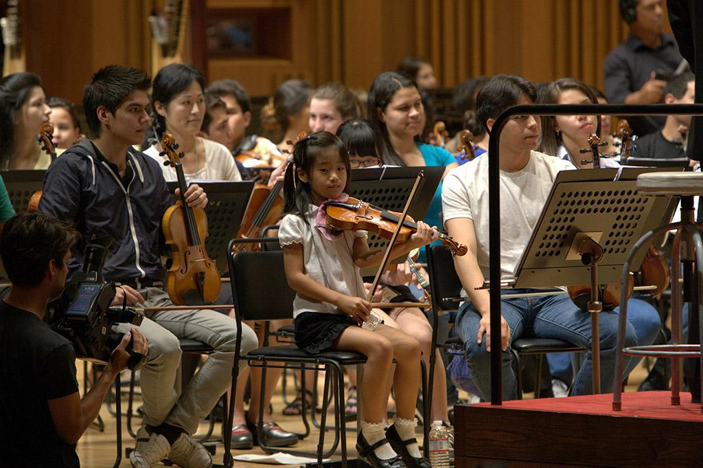 SJC se unirá a los músicos de la prefectura de Chiba para conformar la primera Orquesta Binacional Venezuela - Japón. Como parte de la preparación al encuentro, los japoneses, de entre 6 a 60 años de edad, se reunieron con los venezolanos durante el ensayo del sábado.
