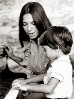 Lyl Tiempo junto a su hijo Sergio, hace muchos años atrás