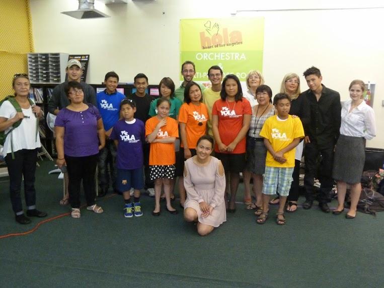 El equipo groenlandés junto a miembros de Youth Orchestra of Los Angeles (YOLA) y acompañados de Ron Davies
