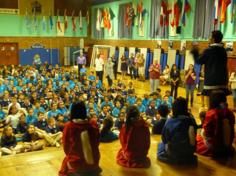 En una escuela pública de Bergen, New Jersey, durante una presentación dirigida por Ron Alvarez