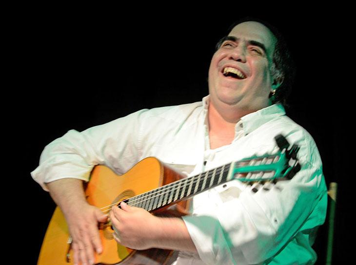 """Aquiles Báez """"Solo y acompañado"""" se presentará en el Centro de Arte Los Galpones"""
