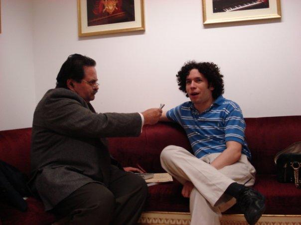 Germán Alirio Luna entrevistando a Gustavo Dudamel
