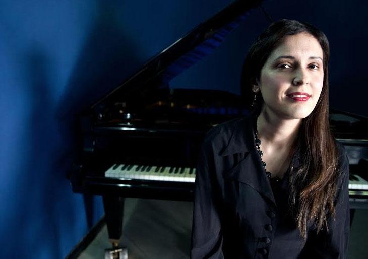 Adriana Colmenares y su piano en concierto