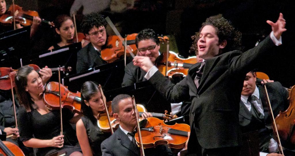 Música latina, rock y un concierto con Dudamel cierran el Festival de Juventudes
