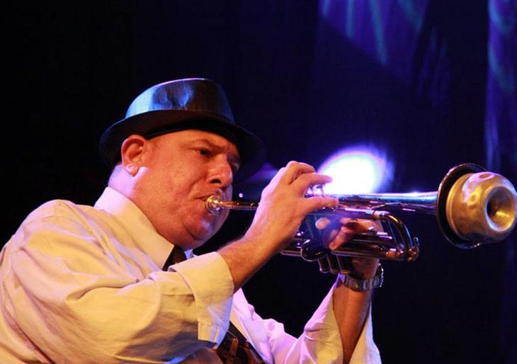Julio Mendoza emprende un recorrido por el Jazz