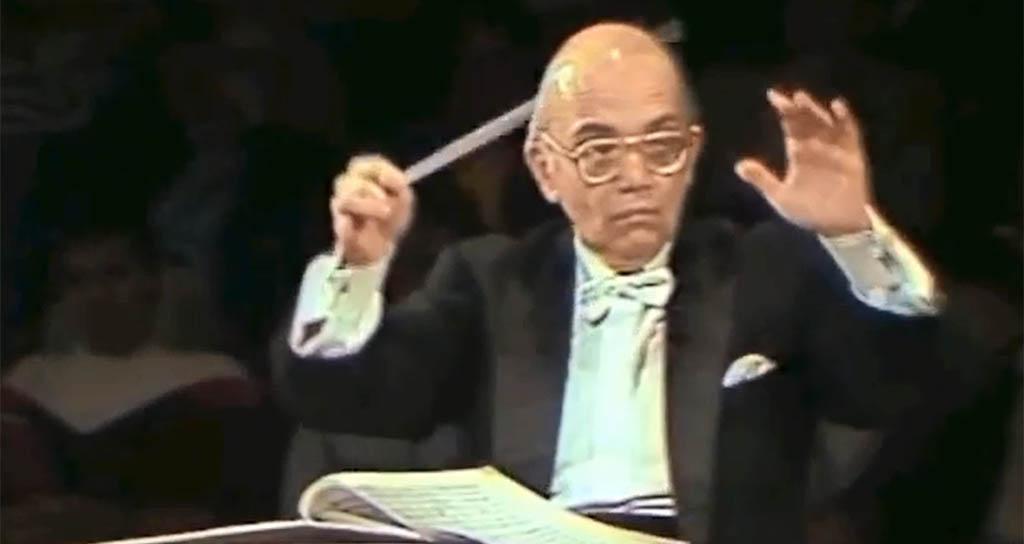 Uno de las pocos videos disponibles con el Maestro Abreu dirigiendo