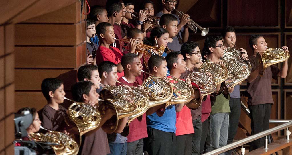 27.000 instrumentos musicales entregados por la Oficina Nacional Antidrogas beneficiarán a los niños de El Sistema