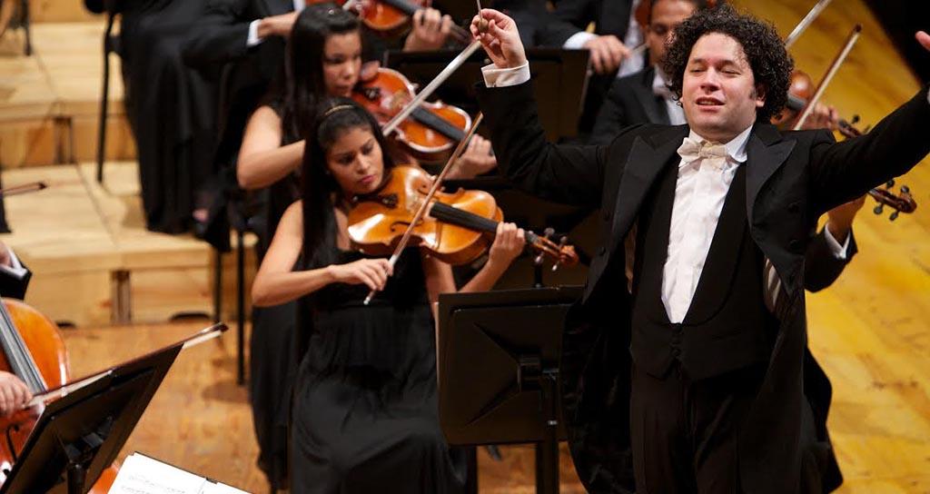 Gustavo Dudamel lidera dos orquestas en Festival Tchaikovsky