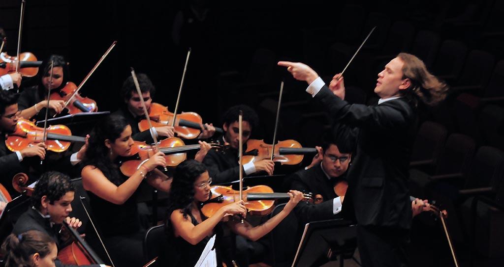 Maestro Christian Vásquez SJTC Concierto 11
