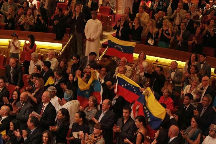 Entre los 1100 espectadores ondeaban banderas venezolanas