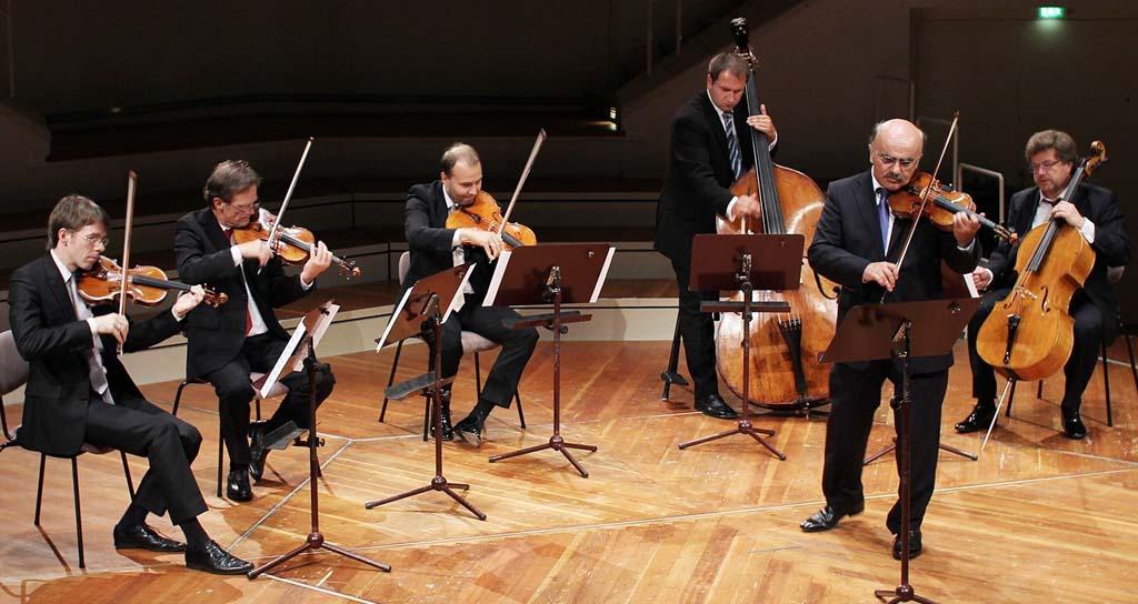 Solistas de Filarmónica de Berlín estrenan en internet el tango de un español