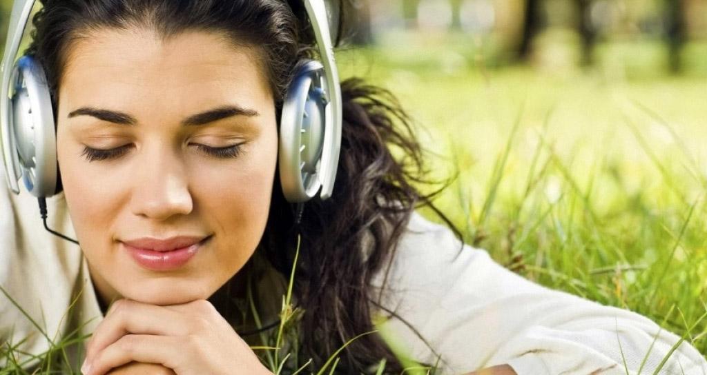 ¿Por qué escuchar música nos hace sentirnos felices?