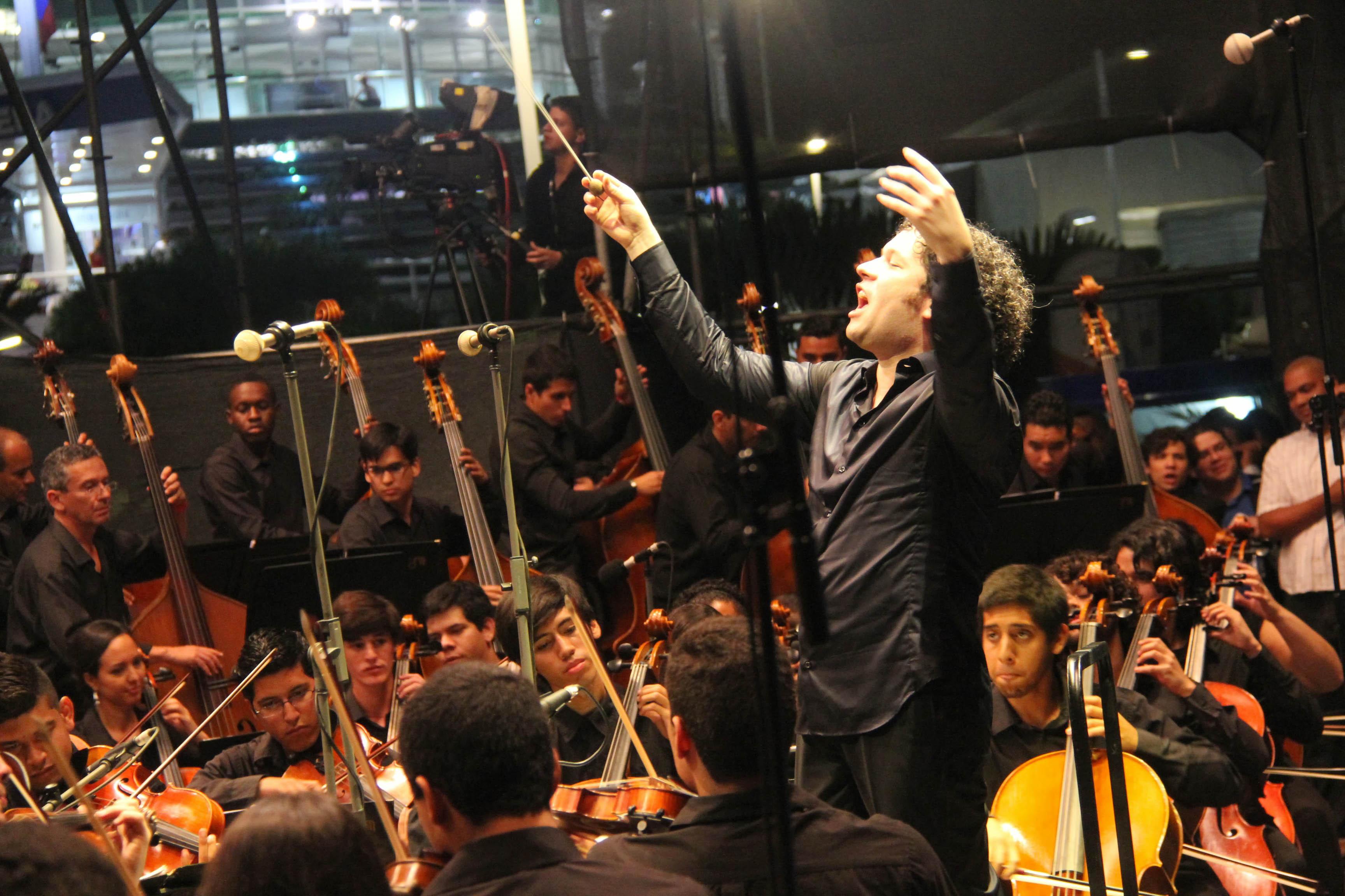Gustavo Dudamel y la Sinfónica de Lara se reencuentran para celebrar el 39 aniversario de El Sistema