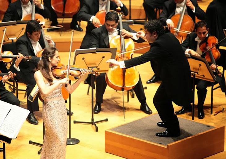 La OSSBV, Dudamel y Alina Pogostkina compartieron una noche de virtuosismo