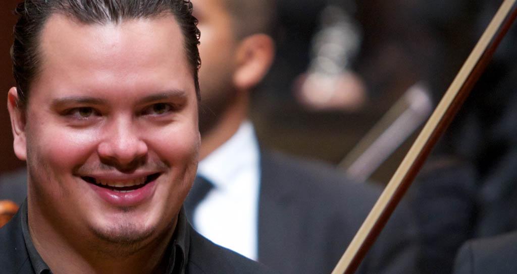El concertino de la Bolívar también se viste de solista