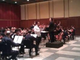 Foto: Eddy Marcano, Tarcisio Barreto y la Orquesta Sinfónica de Lara.