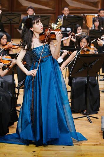 La violinista Yoon Yang debutó en Caracas con una elegante y emotiva ejecución