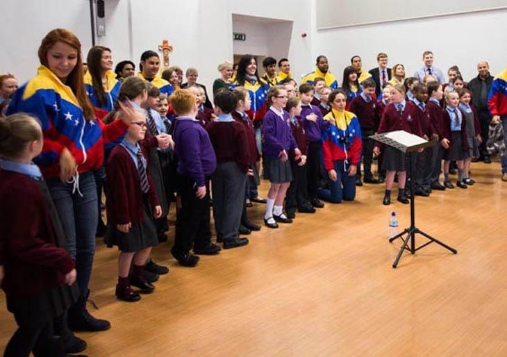 """En Newcastle, algunos niños ya cantan el famoso """"cam-bur-pin-tón"""""""