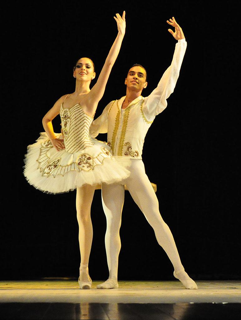 Francisco Rivas y Anais Di Filipo en Grand Pas Classique