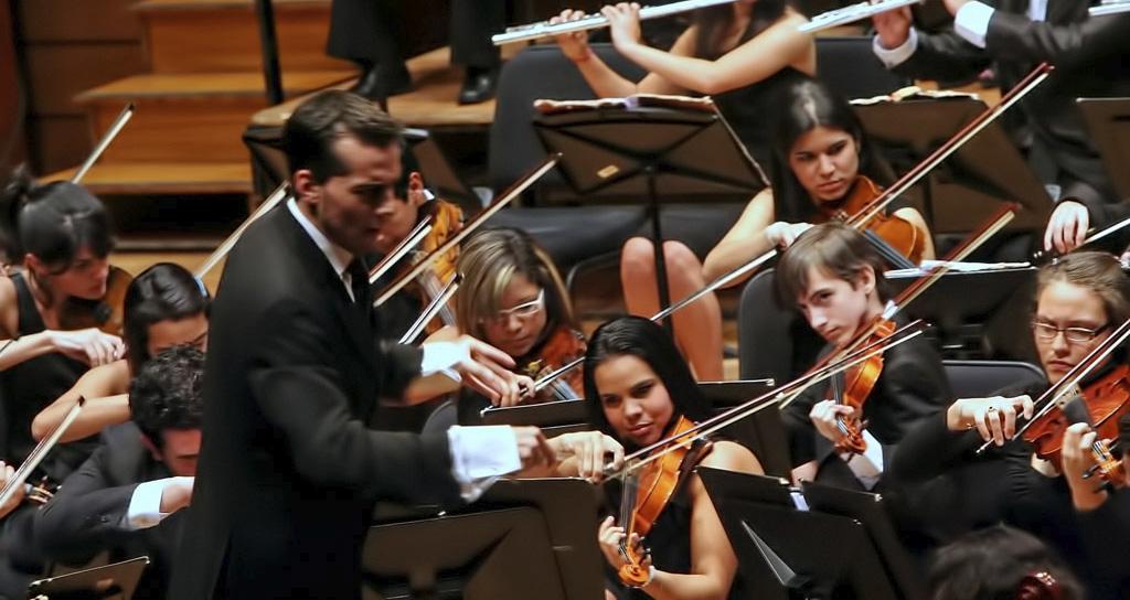 La Orquesta Sinfónica Juvenil de Chacao ofrece concierto bajo la batuta de Andrés David Ascanio