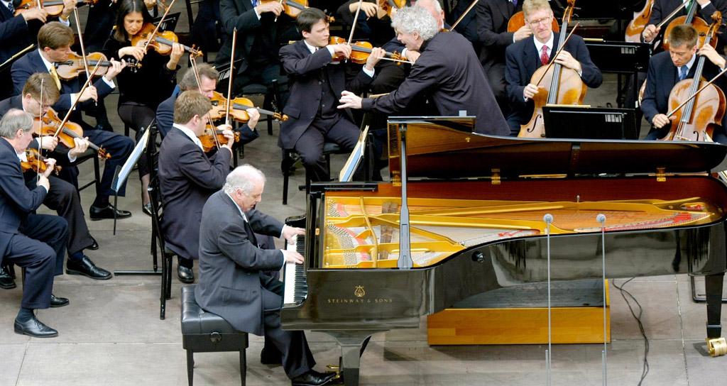 La orquesta Filarmónica de Berlin y Sir Simon Rattle celebran el 50 aniversario de Daniel Barenboim