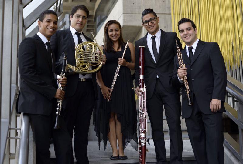 """Recital Quinteto Arcadia """"Viaje sobre notas"""". Integrantes: Katherine Rivas, flauta; Elly Saull Guerrero, oboe; Carlos Escalona, clarinete; Edgar Monrroy, fagot; Daniel Graterol, corno"""