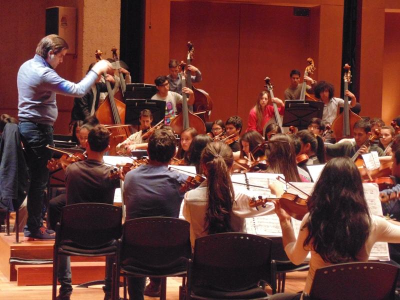 El maestro Manuel López-Gómez, director de la Orquesta Sinfónica Juvenil Metropolitana Batuta Bogotá