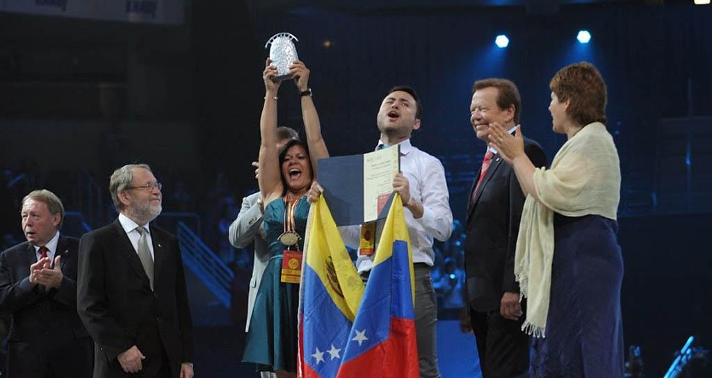 La Camerata Larense recibe el más alto galardón en competencia mundial de coros