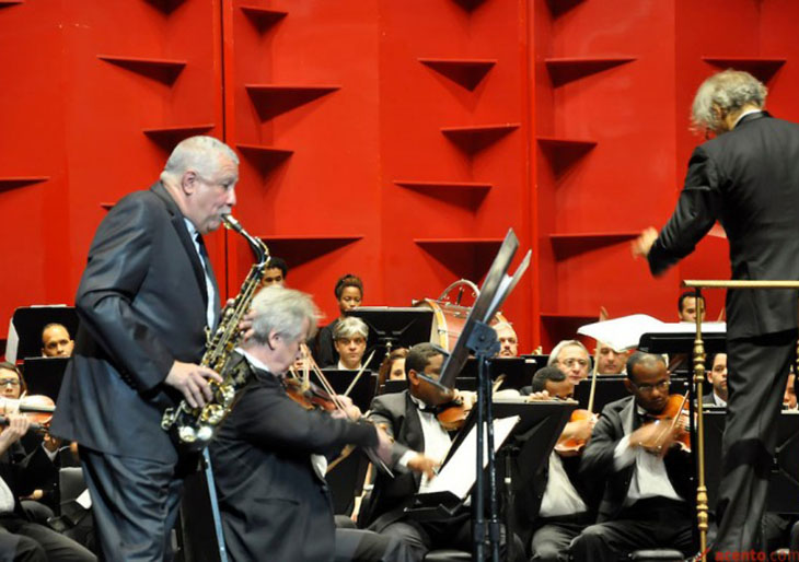Foto: José Rafael Sosa/Especial para Acento.com.do/Los maestros Paquito De Rivera y José Antonio Molina. El saxofonista cubano Paquito de Rivera se ganó el reconocimiento del público por su estelar actuación en Concierto para Saxofón Alto y Orquesta, de Bienvenido Bustamante.