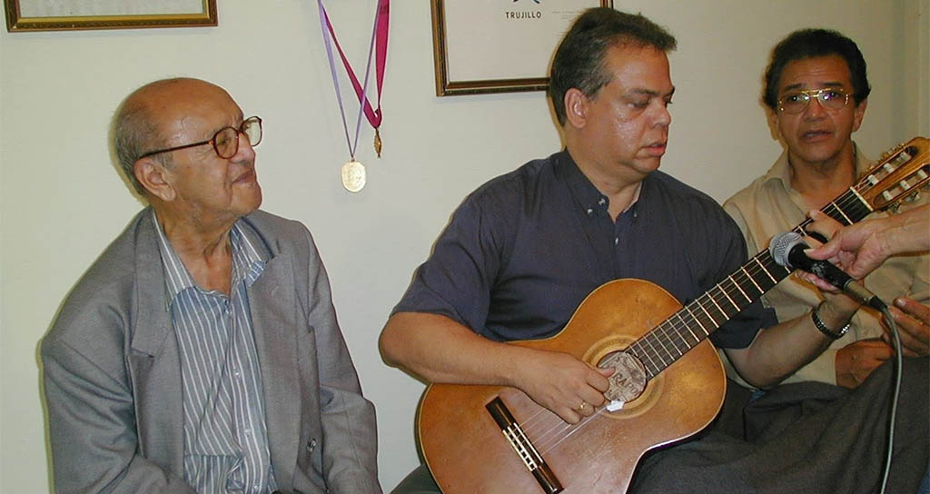 El paso de la historia de Luis Ochoa