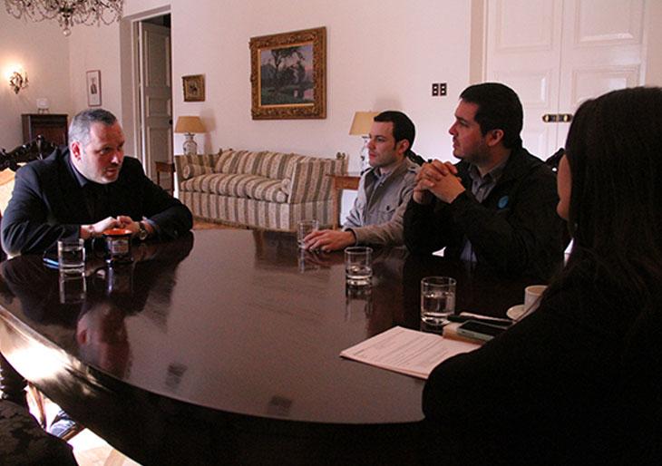 Presidente FOJI recibe a Joshua Dos Santos en La Moneda